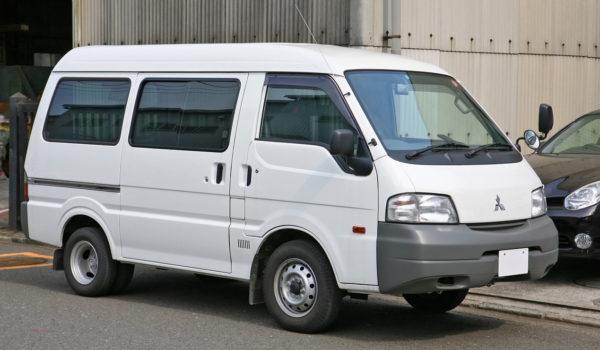 Mitsubishi_Delica_Van_001